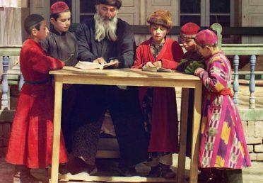 Cách người Do Thái dạy con quản lý tiền bạc bằng 5 chiếc lọ khiến ai ai cũng khâm phục