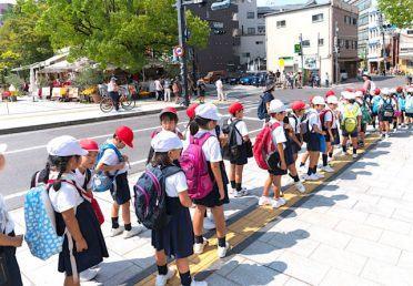Tại sao trẻ Nhật không bao giờ bị mắng ở nơi công cộng?